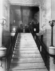 Лестница в здании страхового товарищества «Саламандра» (Гороховая ул., 6).