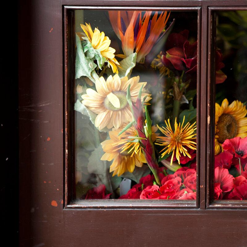 autumn bouquet in brawn window