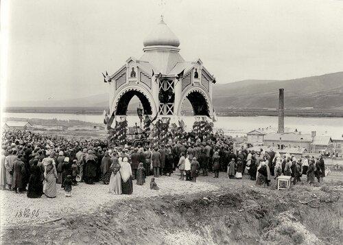 Молебен в честь закладки жд моста через Енисей.