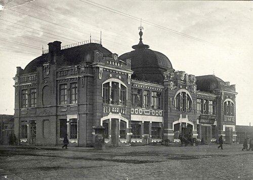 Здание пожарной охраны возле Новобазарной площади.