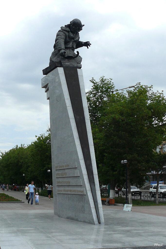 памятник Н.Абдирову. Караганда