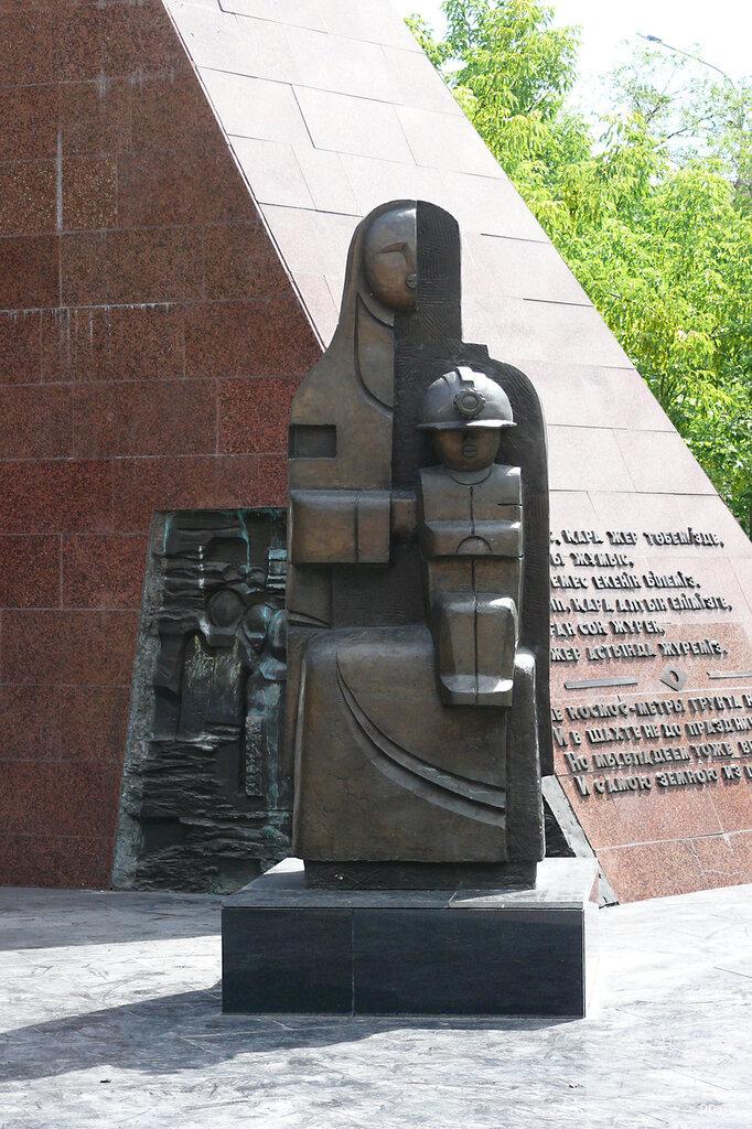 Караганда. Памятник погибшим Шахтерам.