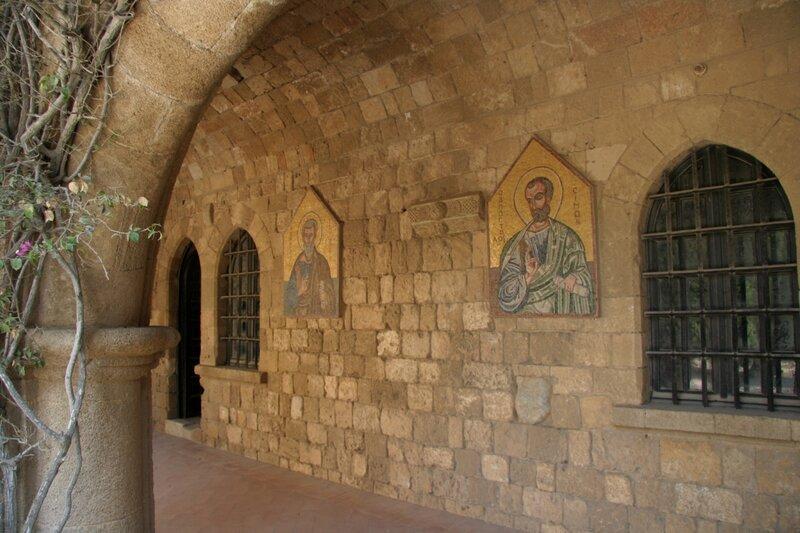 Мозаики с ликами апостолов и святых