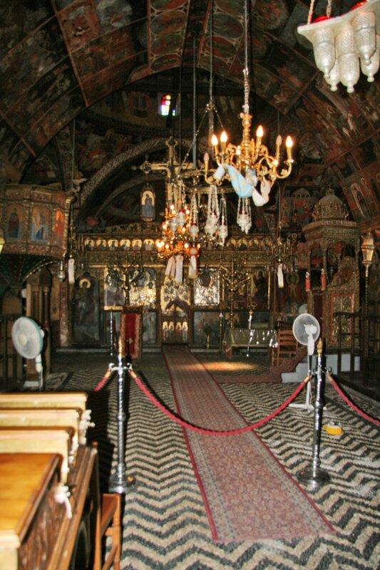 Внутреннее убранство храма Богородицы в Линдосе