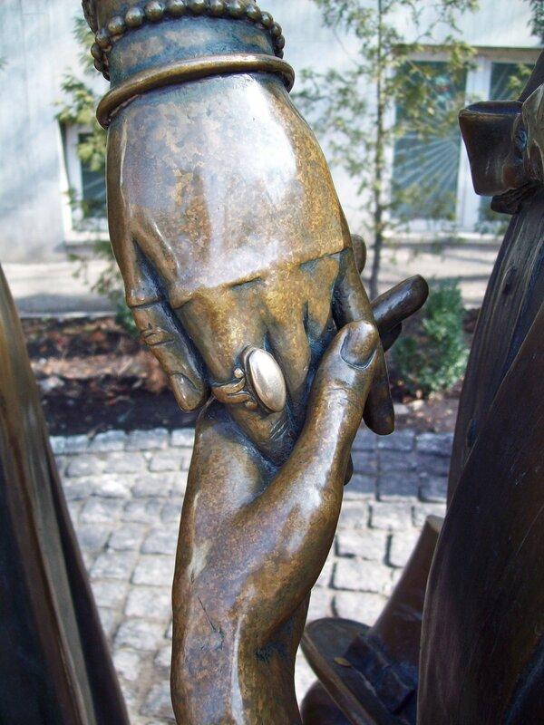 Руки Прони и Голохвастова
