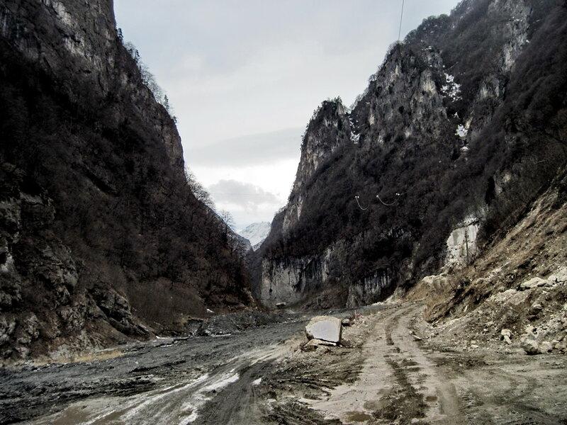 дорога в Геналдонском ущелье
