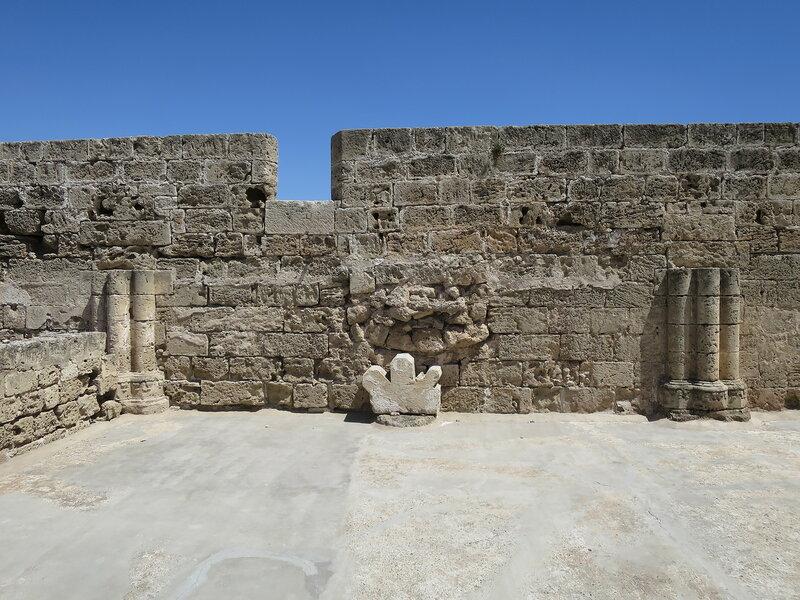 Фамагуста. Крепость. Колонны второго этажа строения 5
