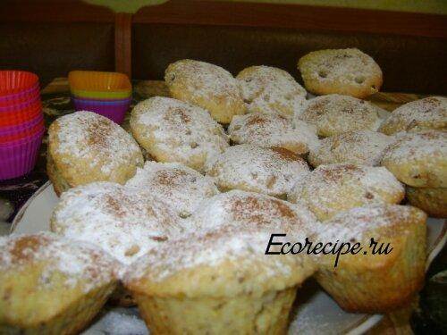 Кексы с изюмом, орехами и цедрой