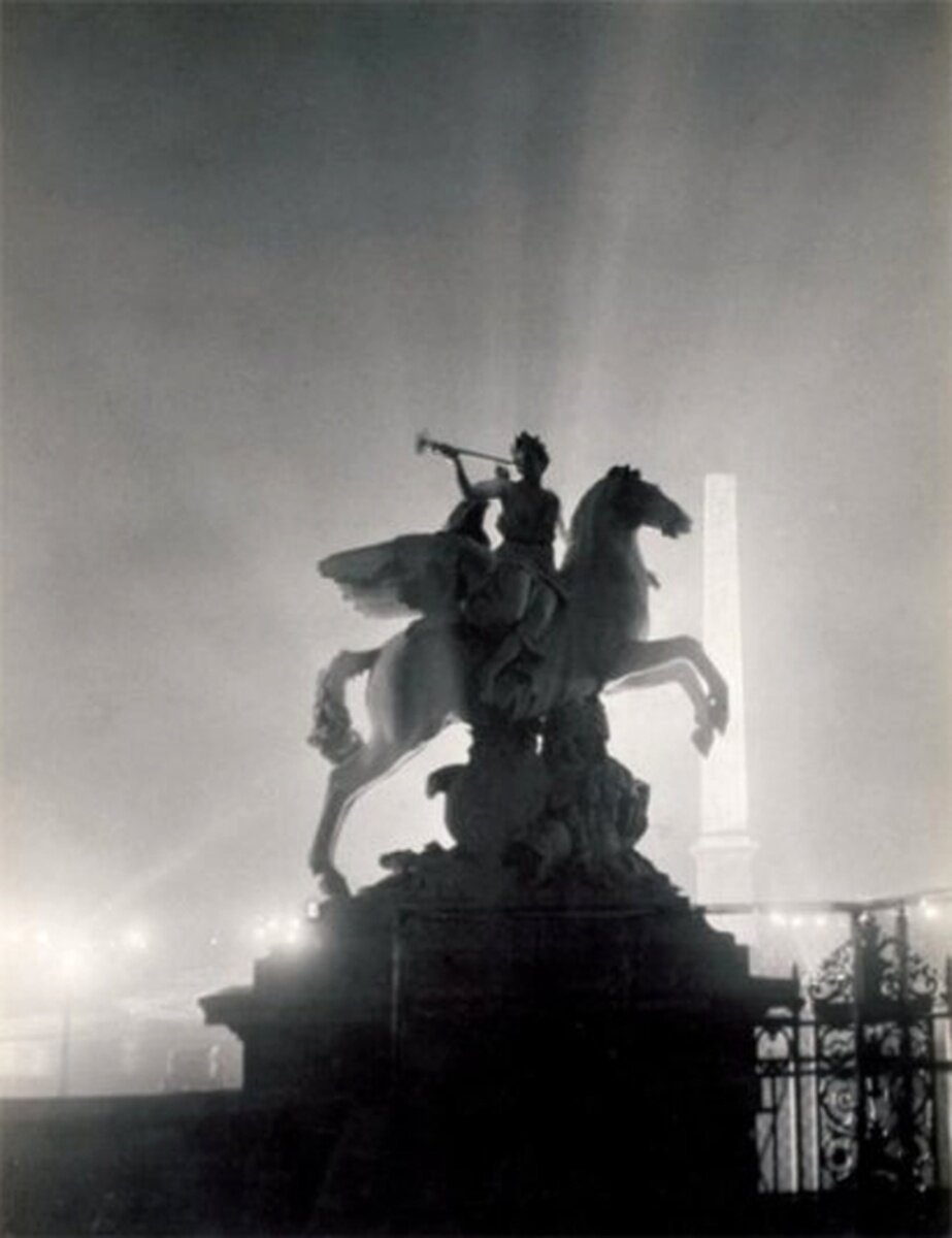 1931. Конная статуя на площади Согласия