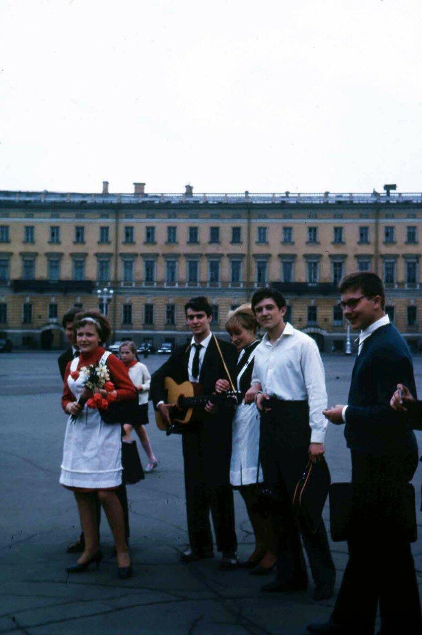 25. Ленинград. Молодежь с гитарой