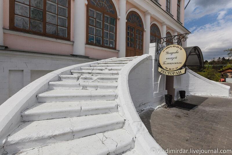 Лестница восточного крыла усадьбы Дубровицы