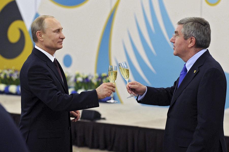 президент Владимир Путин и глава МОК Томас Бах.png