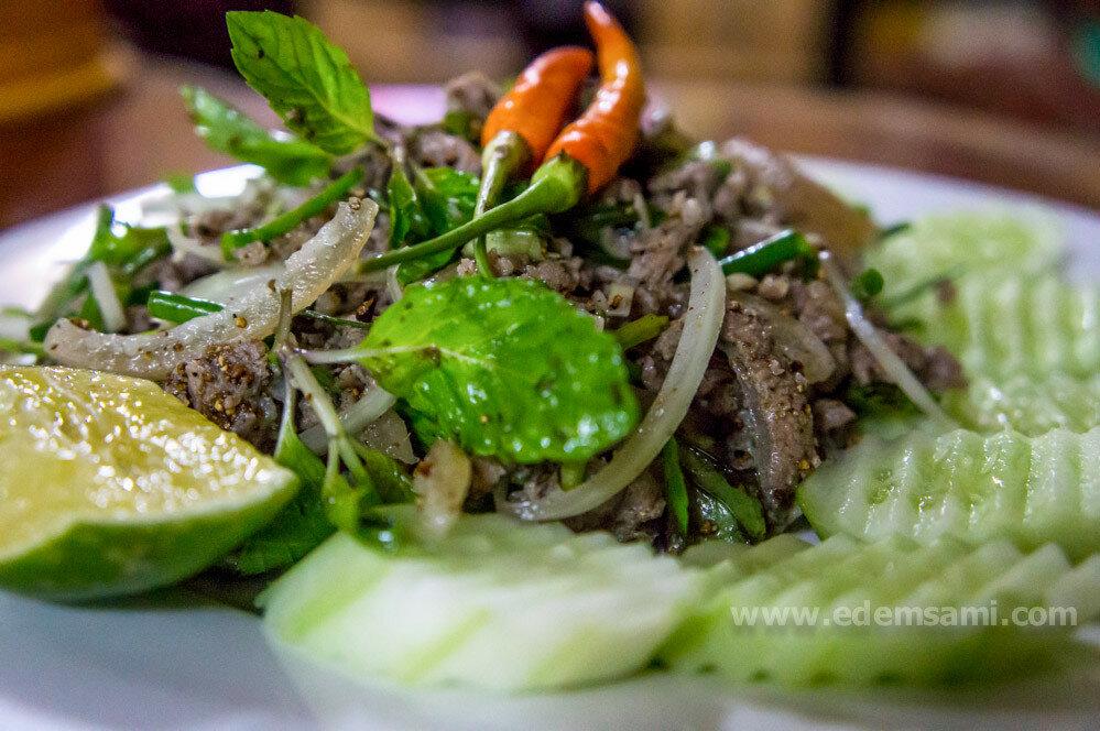 тайский острый салат с говядиной
