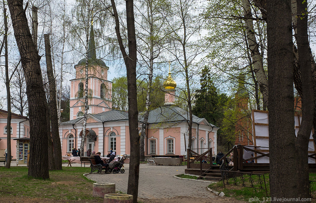 Резные памятники Стрешнево Мемориальный комплекс с крестом Трубная