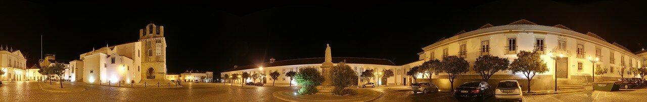 Night walk in the city of Faro
