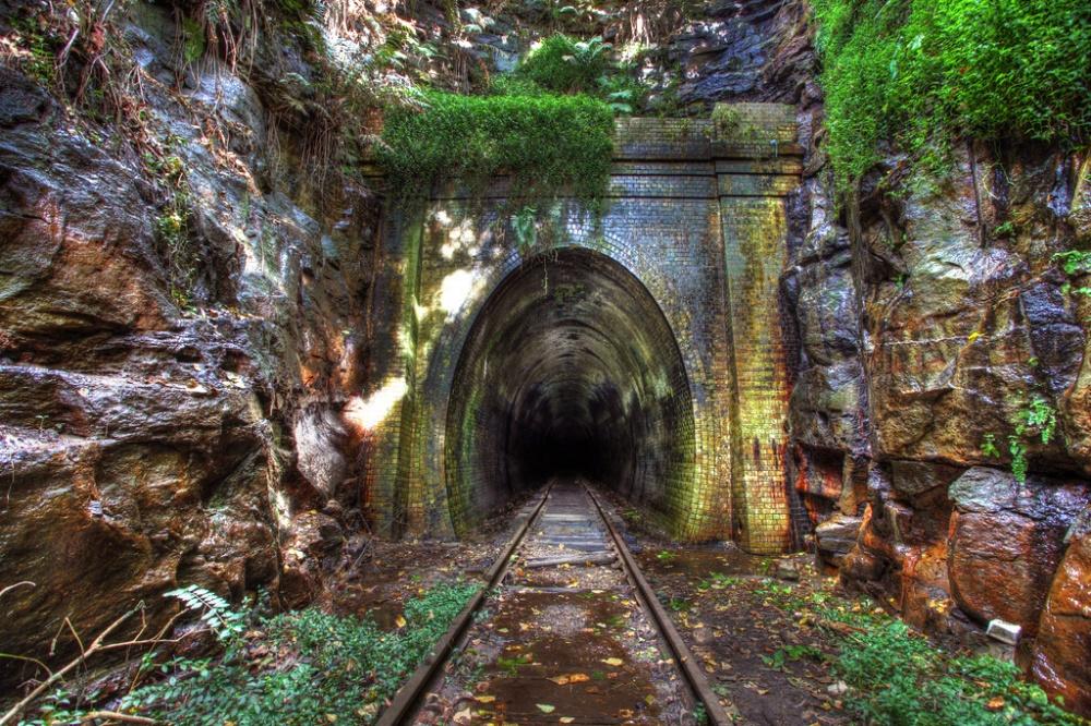 Заброшенный железнодорожный тоннель города Хеленсбург, закрыт в1915году.