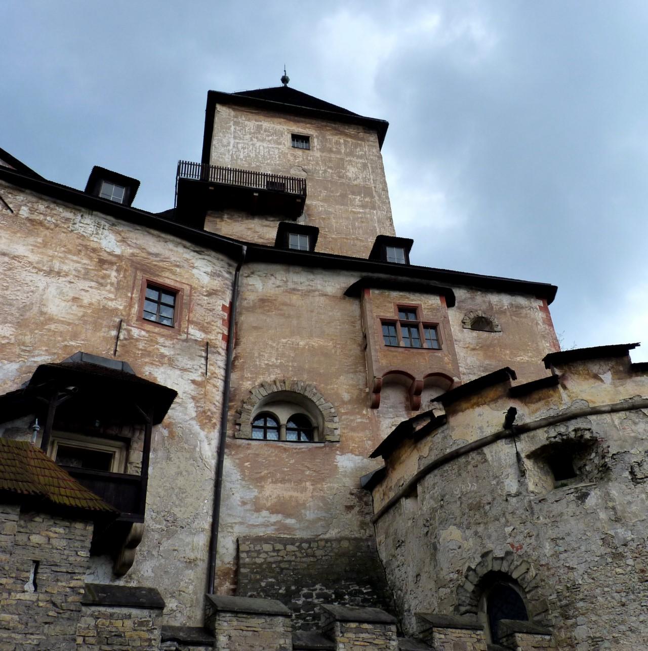 То есть, в дополнение к Верхнему и Среднему замкам, появился третий - Нижний замок. Вообще, в истори