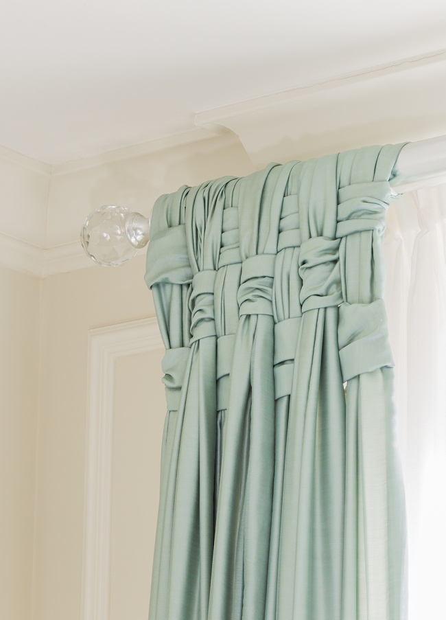 Плетеный узор добавит элегантности обычным шторам.