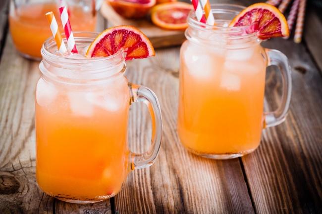 Чтобы узнать, как сделать лимонад, нажмите здесь. Вам понадобится: 350мл свежевыжатого сока моркови