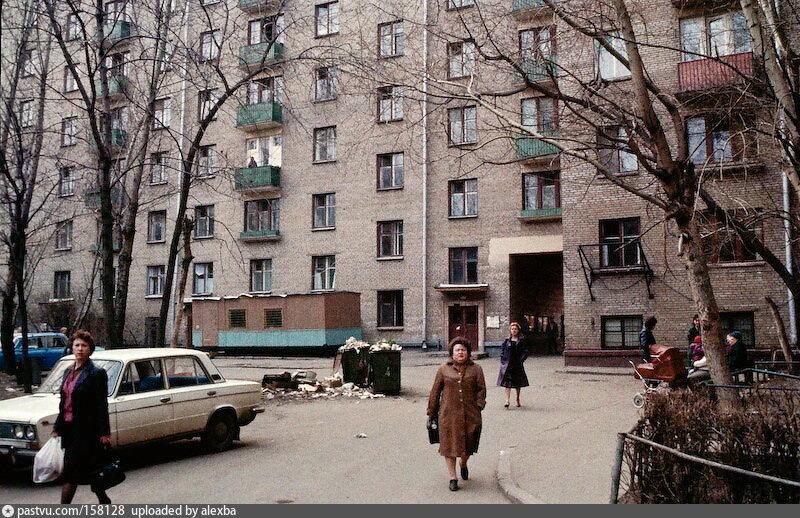 1984_Ломоносовский проспект. Во дворе дома № 23.jpg