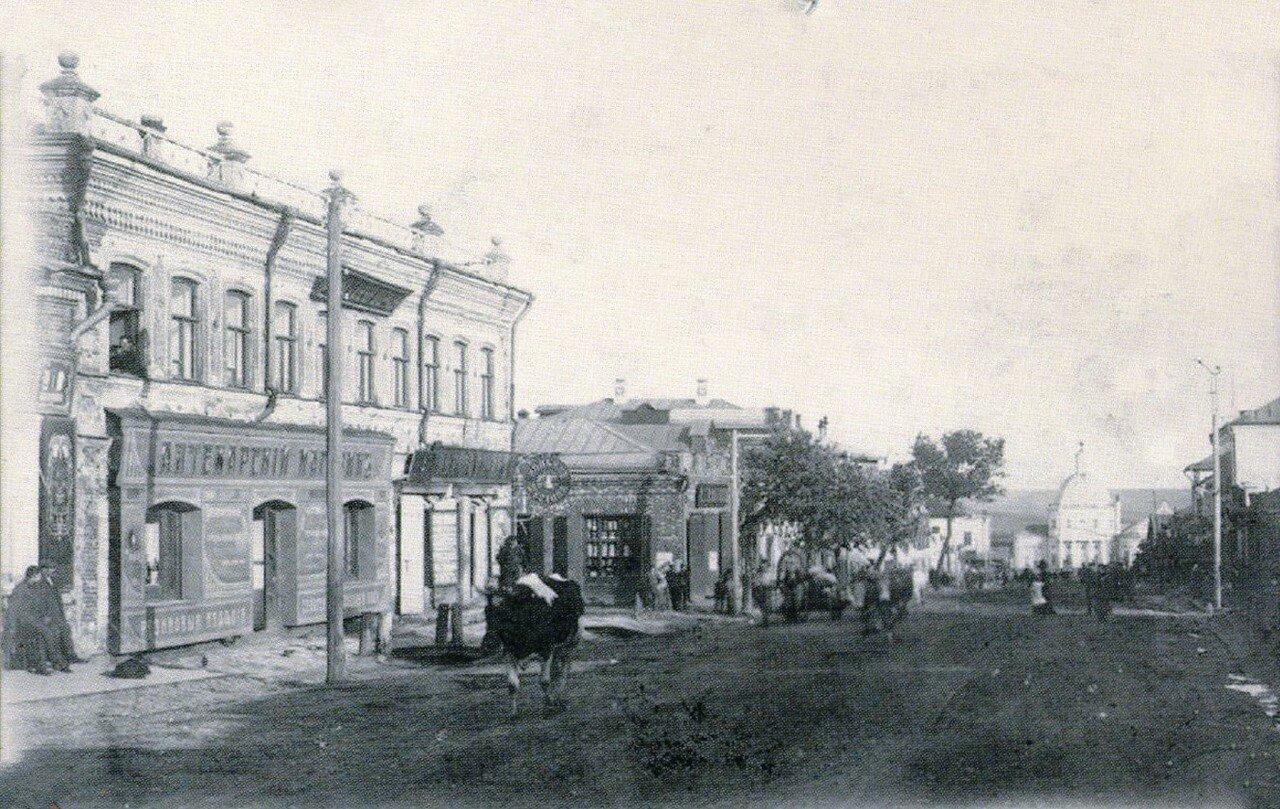 Вид на Нижнюю Торговую площадь со стороны главной улицы
