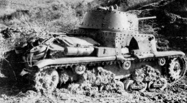 Подбитый средний танк Carro Armato M14/41.