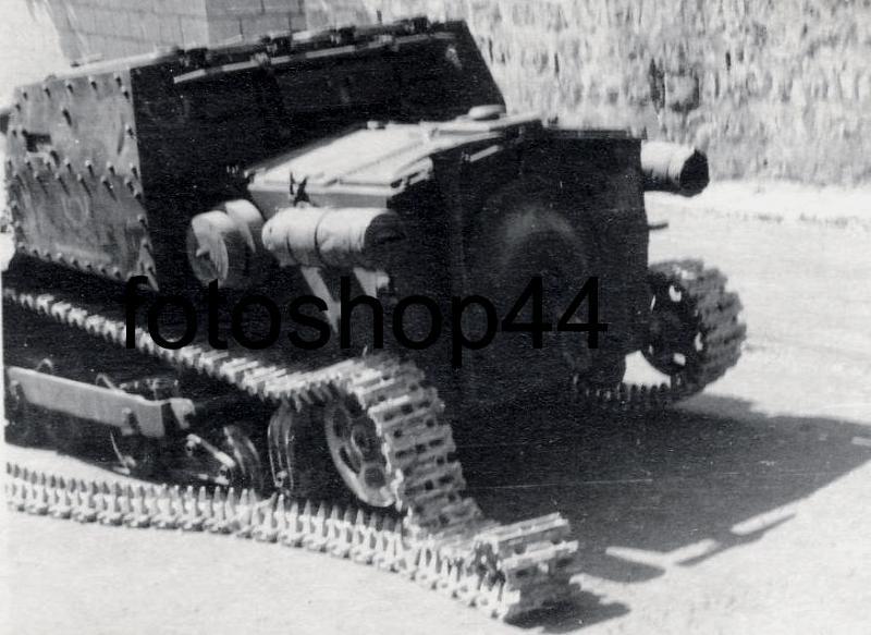 Подбитая итальянская танкетка Carro Veloce CV35