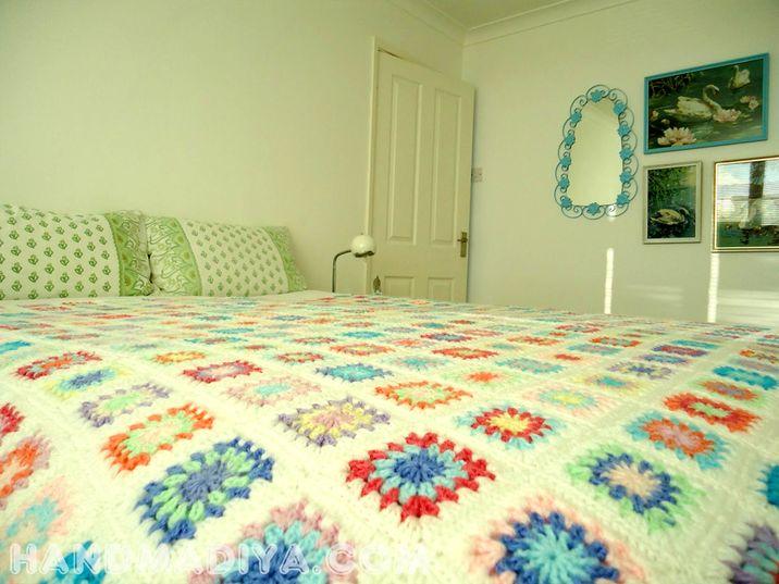 Красивое покрывало из вязаных мотивов.  Crochet: Beautiful bedspread