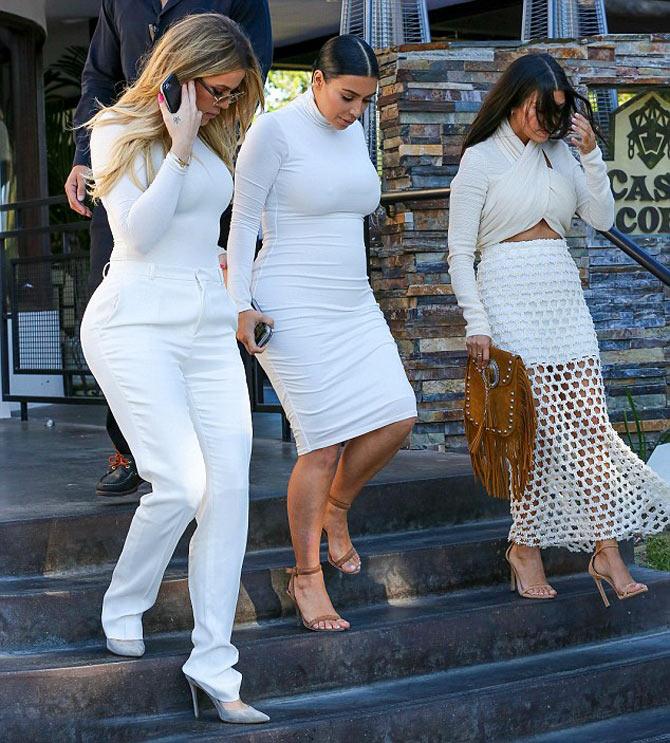 Беременная Ким Кардашян снова появилась в узком белом платье