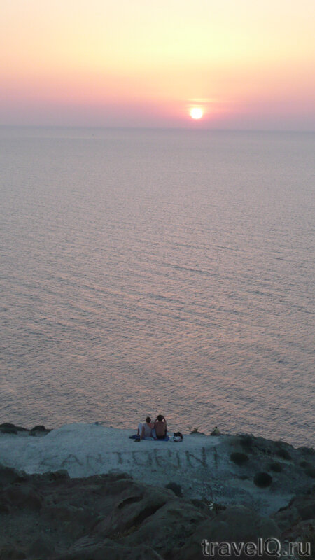 Санторини. Закат у маяка Фарос