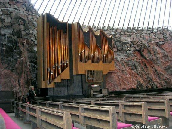 Хельсинки. Лютеранская церковь Темппельаукио, вырубленная в скале.