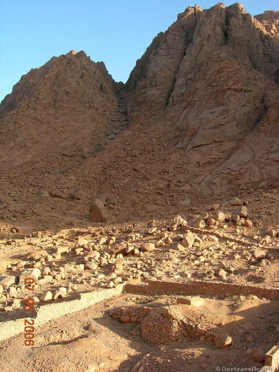 Короткая монастырская дорога на вершину горы Моисея на Синае