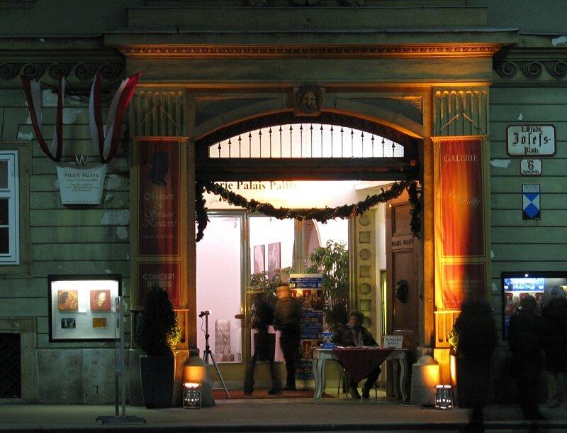 Ночная Вена. Альбертинплац