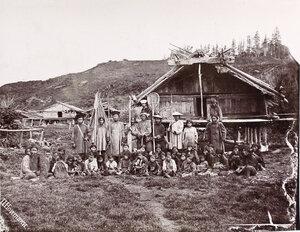 Группа местных жителей во время религиозного обряда Гиляк (песнопения).