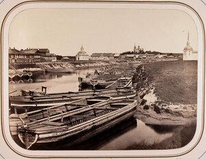 Вид с моста на судоходную пристань.