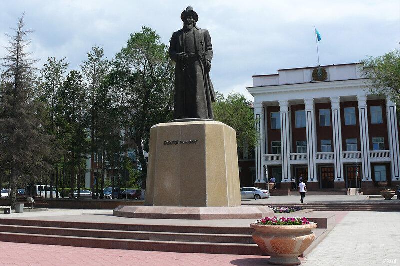 Караганда. памятник Бухар Жирау