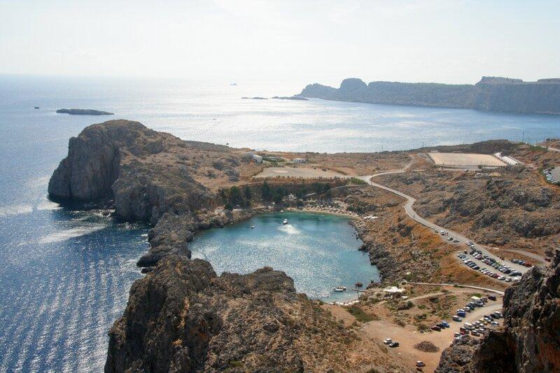 Средиземное море в Линдосе и гавань Святого Павла