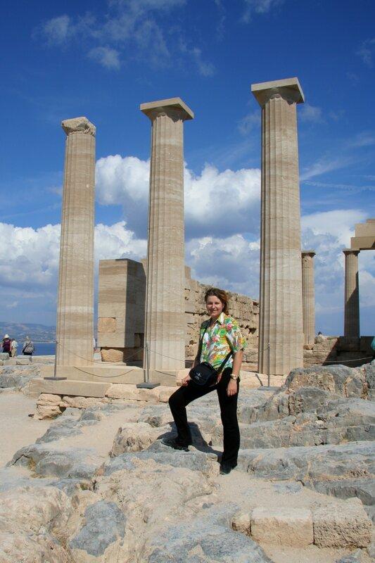 Я на фоне храма Афины Линдийской