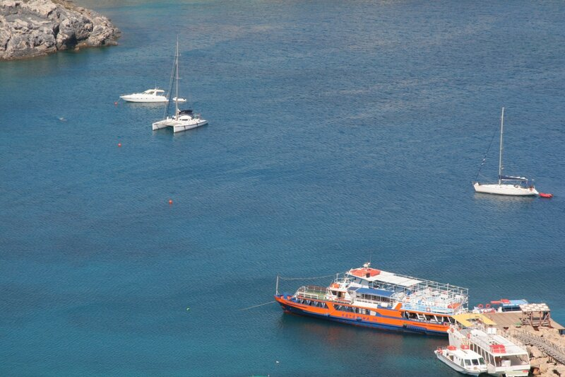 Белоснежные яхты в Средиземном море