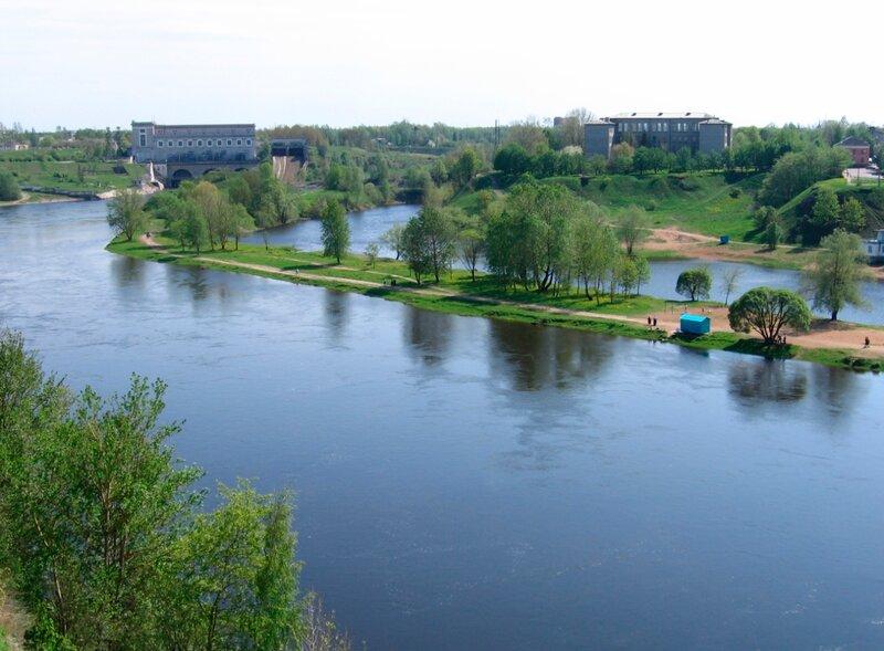 Вид на Реку Нарву, ГЭС и эстонскую сторону