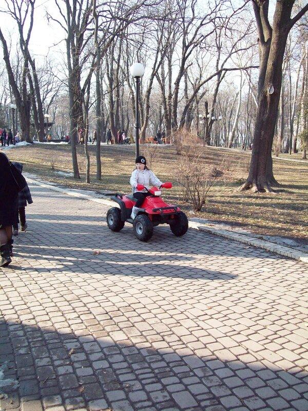 Детский автомобиль в Мариинском парке