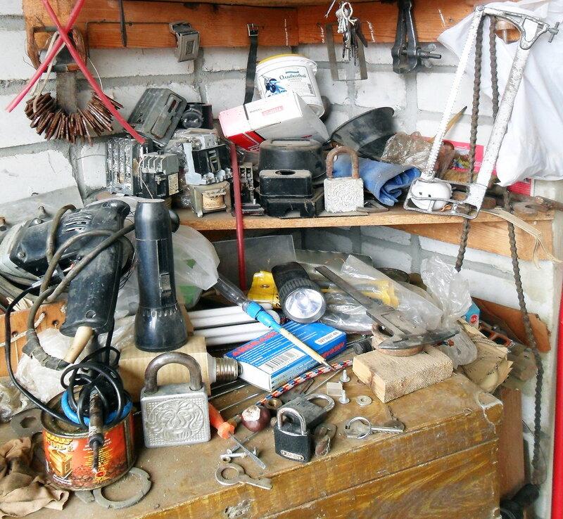 Натюрморт с ключами. Уголок в мастерской.