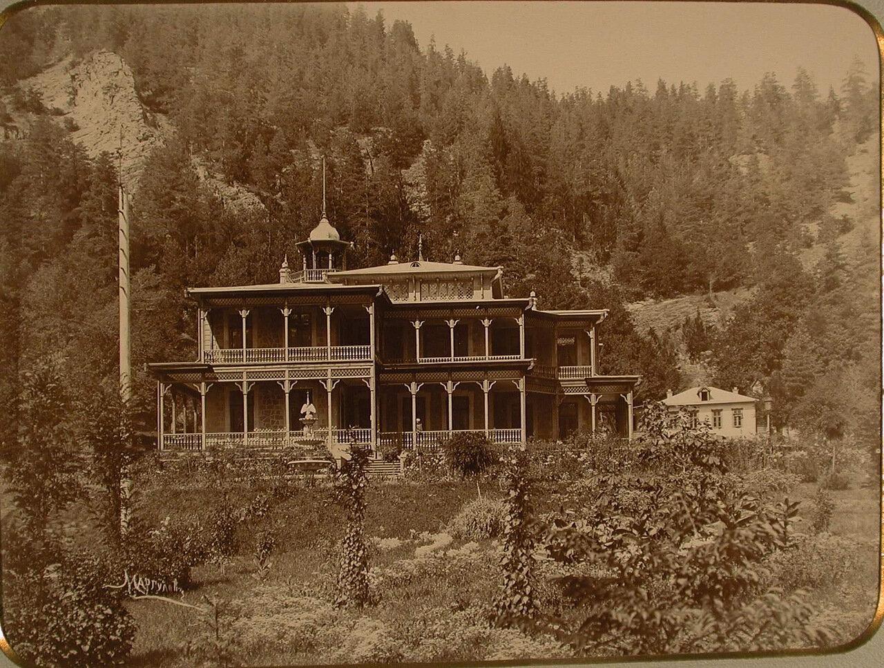 Общий вид дворца великого князя Александра Михайловича