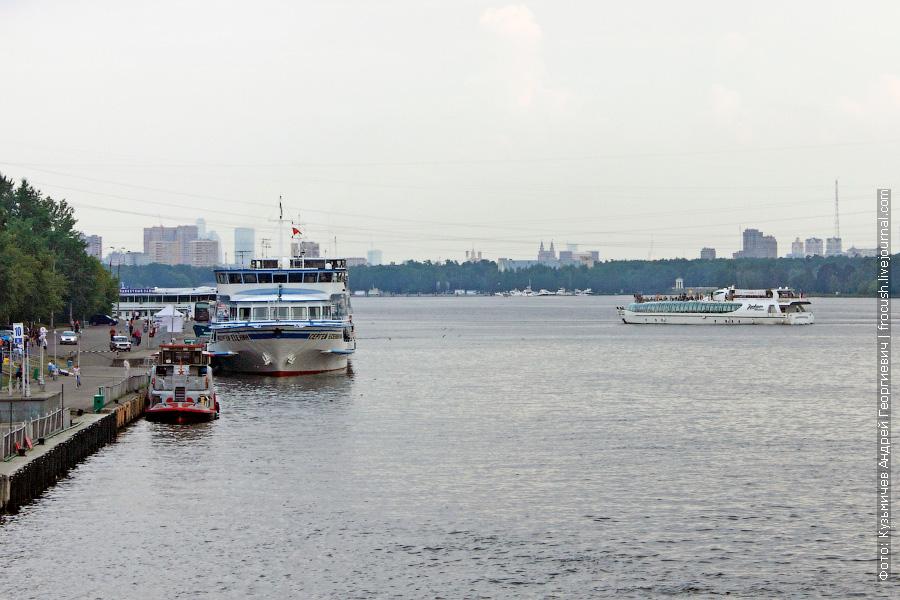 25 июня 2011 года. Теплоход «Сергей Есенин» в Северном речном порту Москвы