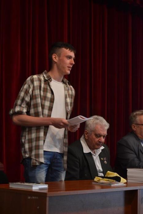 Письменники і поети Кіровоградщини пішли в народ