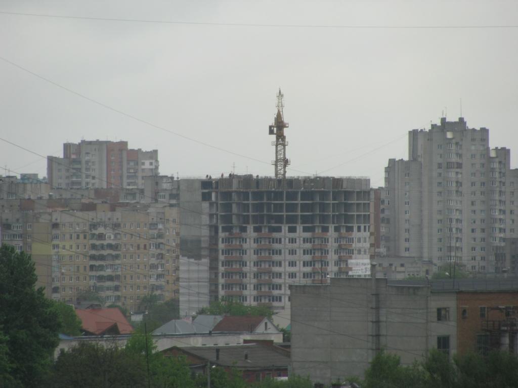 Висотки Сихова: Бережанська 54, Червоної Калини 49 і 61 - вигляд з Тернопільської 21