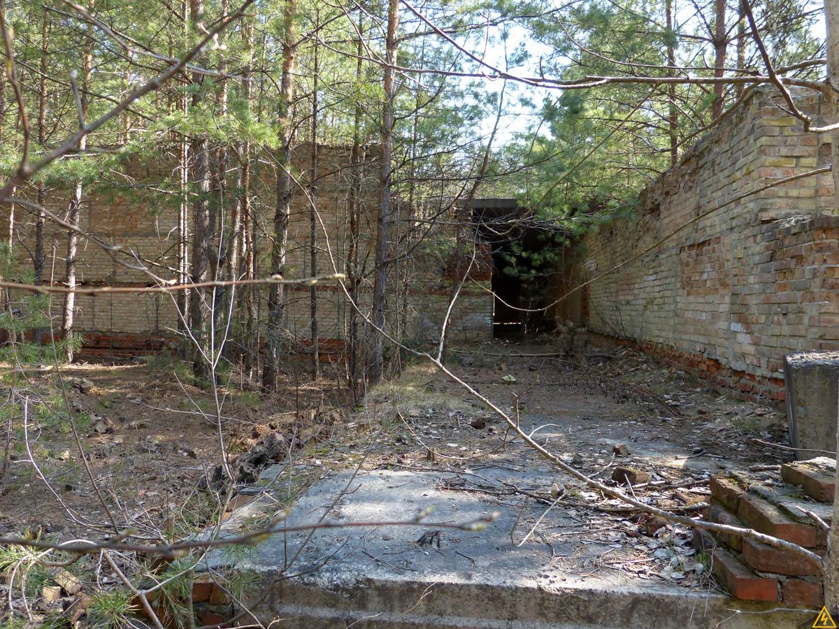 Недостроенная база отдыха в Теретерских лесах