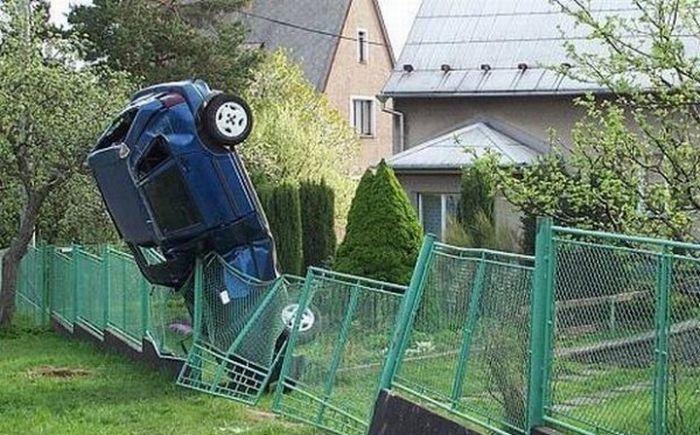 0 7028e b4e94b83 orig 60 самых нелепых автомобильных происшествий
