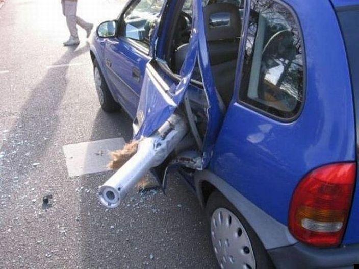 0 7026d 7740d2ed orig 60 самых нелепых автомобильных происшествий