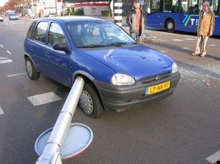 0 7026e ef1e258f orig 60 самых нелепых автомобильных происшествий